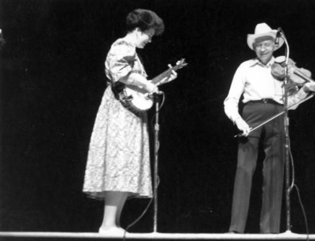 Alumna Laura Boosinger performs with Luke Smathers in the 1980s at the Mountain Dance & Folk Festival. Photo: Mountain Dance and Folk Festival & Shindig on the Green Photographs from the Ramsey Library at UNC Asheville Special Collections.